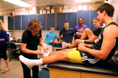Assistance+from+the+sidelines%3A+athletic+trainer+pursues+sport-related+field+for+personal+reasons%2C+enjoys+working+with+students