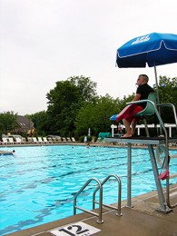 Lifeguard+on+duty%3A+Students+enjoy+responsibility%2C+friendships+from+lifeguarding