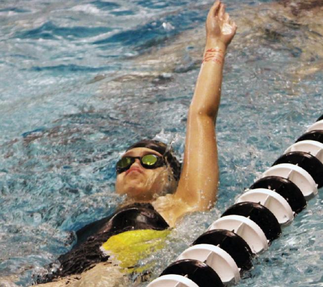 Swim+team+places+emphasis+on+hard+work%2C+dedication