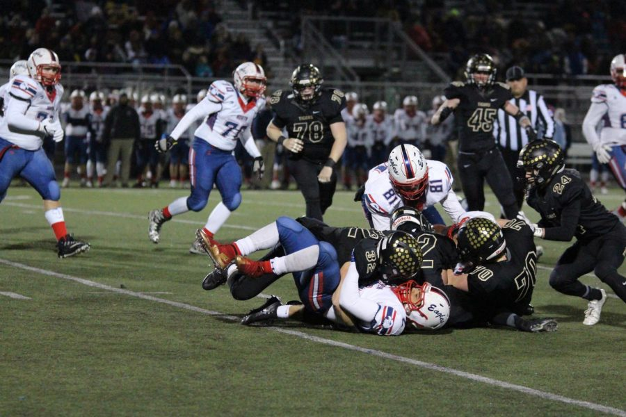 The BV defensive line makes a tackle and holds the score 17-14 at halftime.