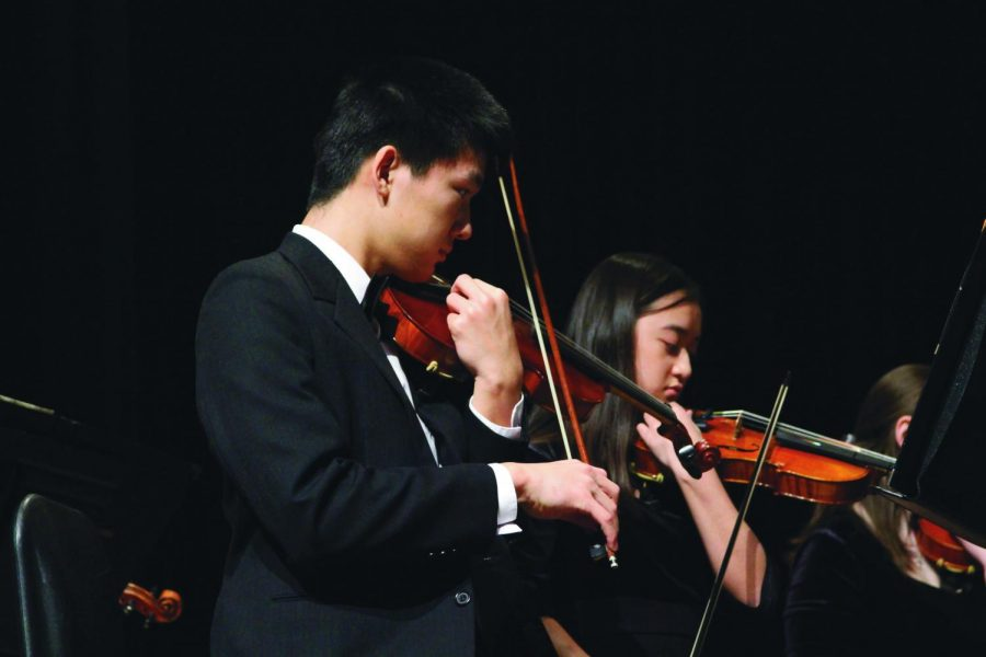 Playing the violin, sophomore William Jiang performs in the band concert March 1. Avian Bear, the current band director announced her retirement. The new band director, Paul Besseti will be taking her place in the fall of 2019.